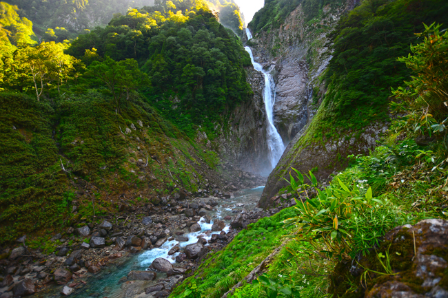 富山県の称名滝